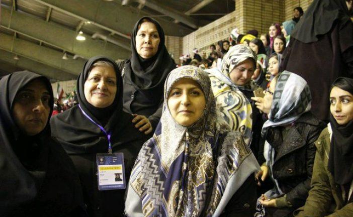 سیاوشی: استادیومهای بزرگ کشور امکانات لازم را برای حضور زنان دارند