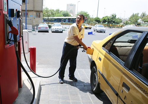 از بامداد دوشنبه طرح پیشپرداخت کارمزد در جایگاههای عرضه سوخت اجرایی میشود