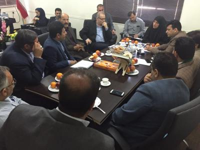 نشست مشترک مدیرعامل شرکت آبفا کلانشهر اهواز، فرماندار کارون و جمعی از مسولین محلی در خصوص مشکلات آب و فاضلاب