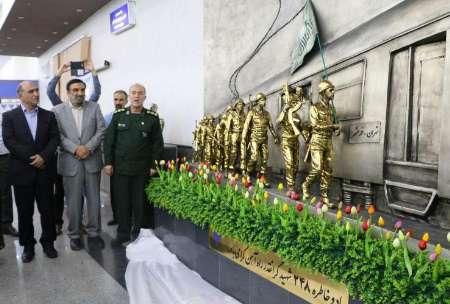 رونمایی از یادمان ۴۰ شهید راه آهن جنوب با حضور جمعی از مسئولان خوزستانی