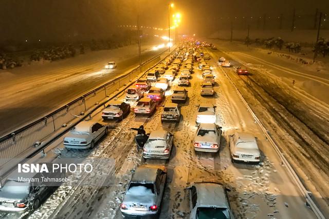 محورهای هراز، چالوس و قم همچنان مسدود/ ممنوعیت تردد بدون زنجیرچرخ در جادههای برفی
